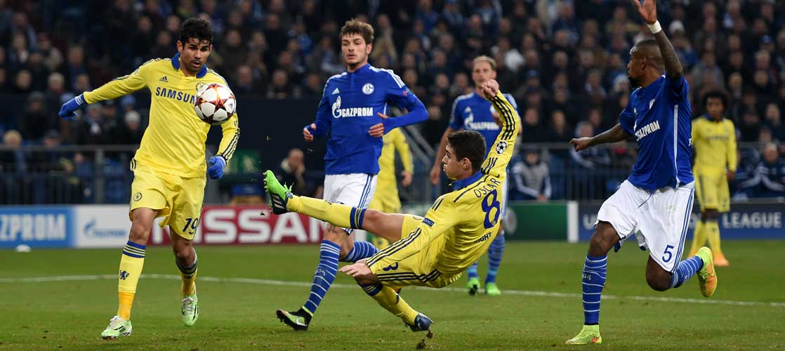 Oscar in action against Schalke