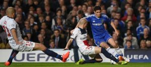 Oscar in action against PSG